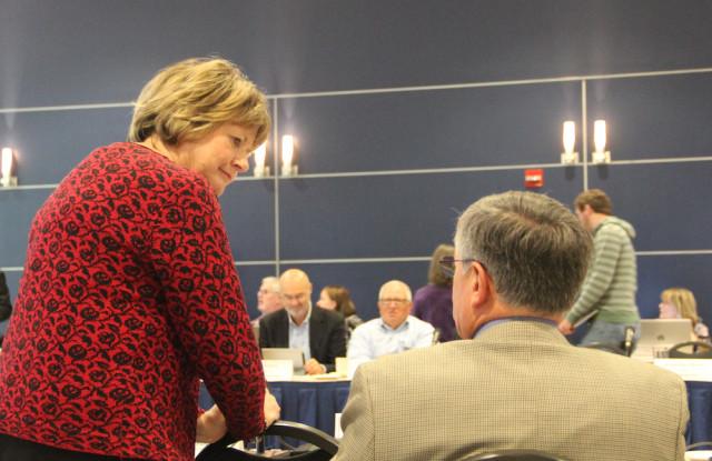 Sarabeth Kalajian talks with Venice Mayor John Holic during the Jan. 15 Convocation of Governments. File photo