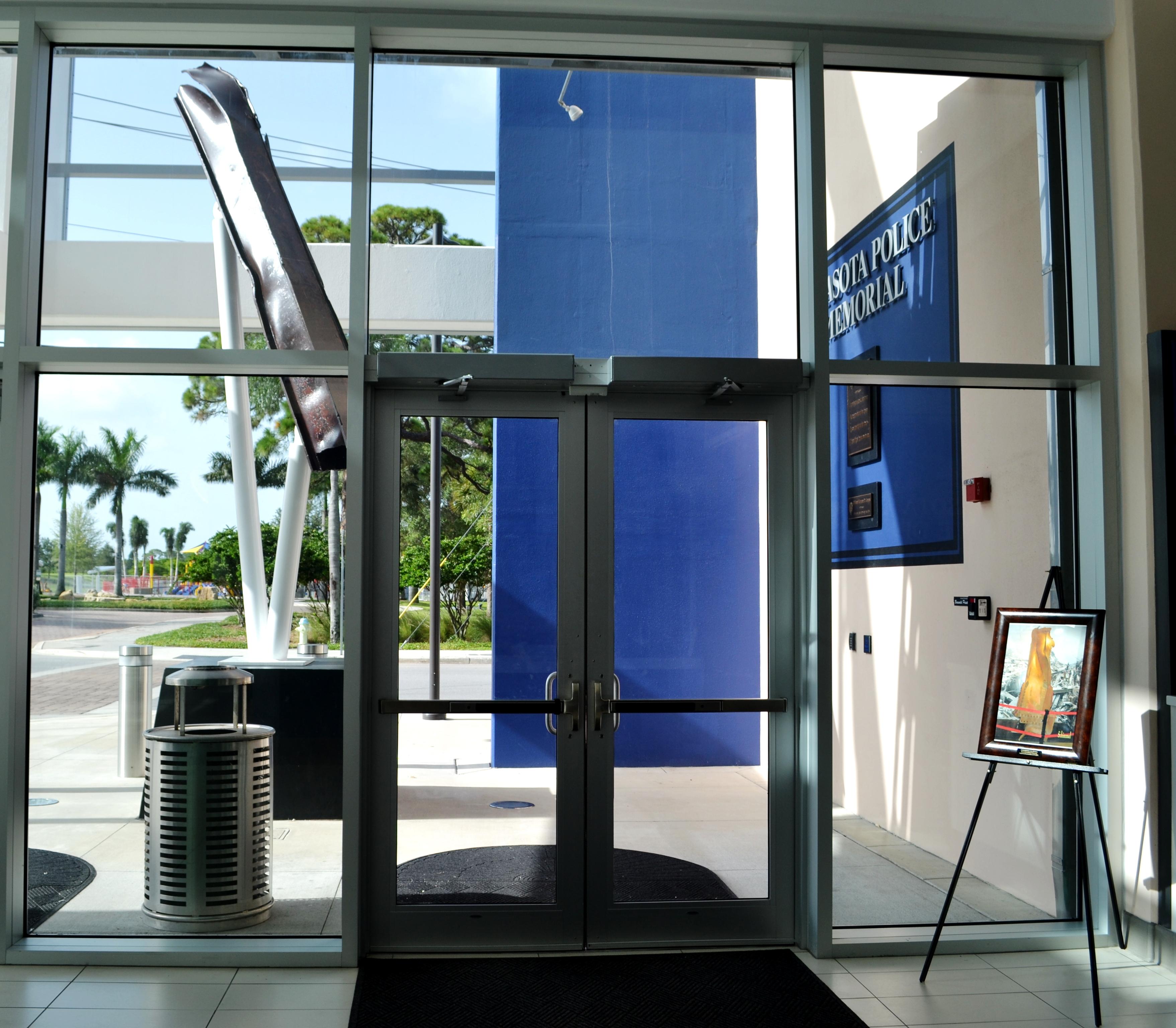 Sarasota PD looking through front door July 2012