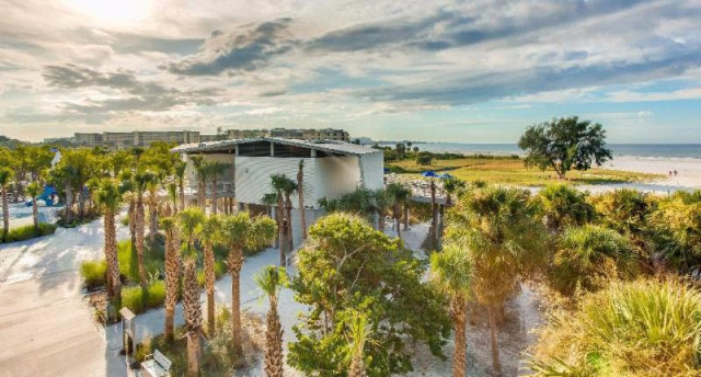 The East Concession has won raves for its design and the views from its deck. Image courtesy of Gamma Photography and Sarasota County