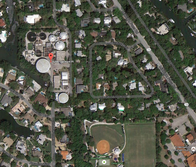 The red balloon shows the location of the wastewater treatment plant on Siesta Key. Image from Google Maps