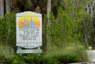 A sign welcomes people to Ted Sperling Park. Image courtesy Sarasota County
